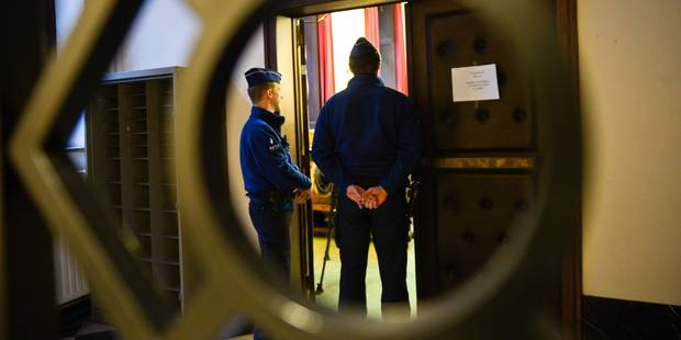 L'ex-policier albanais condamné à la réclusion à perpétuité reste très violent ! - La DH