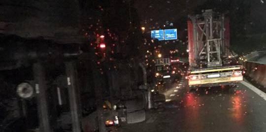 Cheratte : un camion sur le flanc dans l'échangeur - La DH