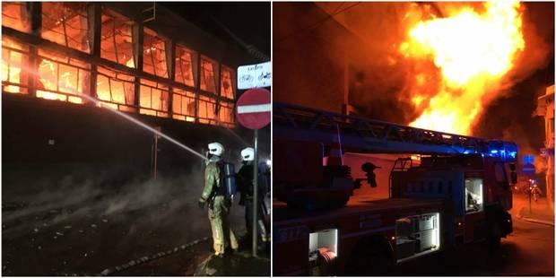 Violent incendie dans les anciens bâtiments carolos des Restos du Coeur - La DH