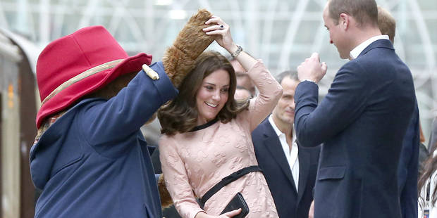 Kate Middleton va mieux... elle danse avec l'ours Paddington ! - La DH