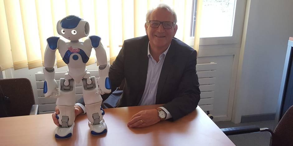 Grande première à Waterloo : un robot débarque au CPAS !