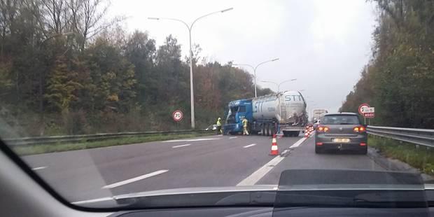 La Louvière: une centaine de litres de carburant sur la chaussée suite à un accident - La DH