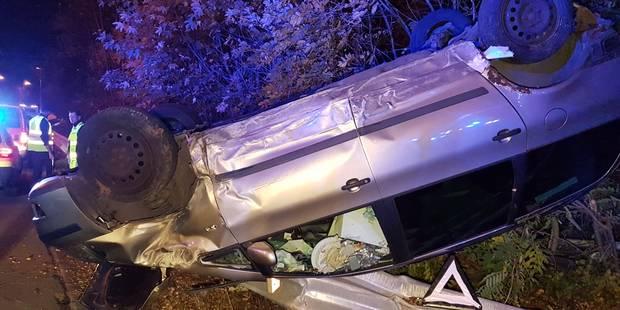 Voiture sur le toit à Châtelineau: deux blessés légers - La DH