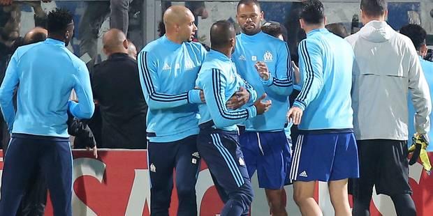 Evra donne un coup de pied à un supporter: Il est exclu avant même le match ! (VIDEO) - La DH