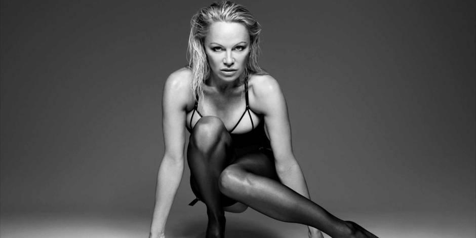 Pamela Anderson entièrement nue lors d'un shooting photos (VIDEO)