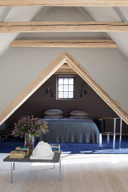 La chambre sous les combles du loft, à Copenhague.