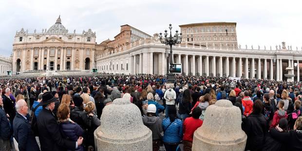 Le pape interdit la vente de cigarettes au Vatican - La DH