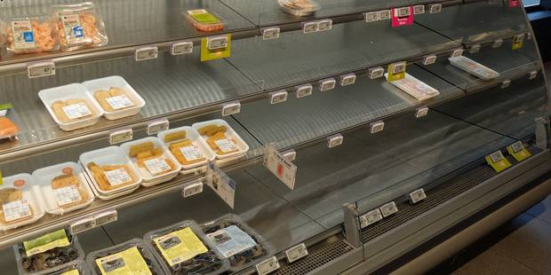 Les clients face à des rayons vides chez Delhaize: aucun morceau de viande disponible dans certains magasins - La DH