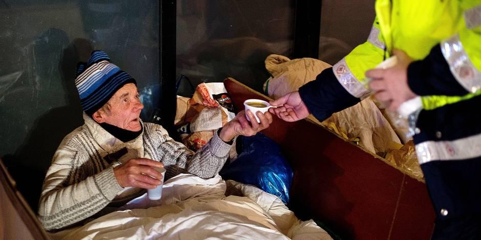 Bruxelles - Croix-Rouge de Woluwe Saint-Pierre: les maraudes sociales s'organisent dans le centre de bruxelles pour venir en aide aux sans-abri