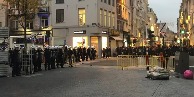 Contrôlés, des jeunes sont pris en photo pour identifier les émeutiers de Bruxelles - La DH