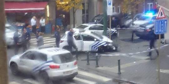 Crashs en série à Molenbeek: une voiture de police se retrouve sur le trottoir, un cycliste a été renversé - La DH