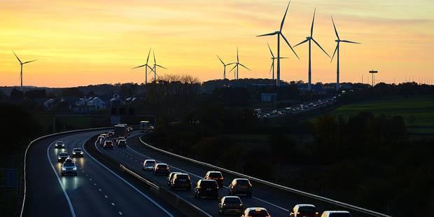 Six éoliennes envisagées le long de la N25 à Genappe - La DH