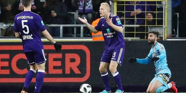"""Deschacht assume sa faute contre Charleroi: """"Les trois points sont pour ma pomme"""" (VIDEO) - La DH"""