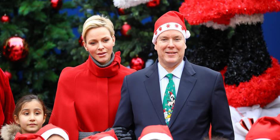 Albert II a osé le bonnet et la cravatede Noël !