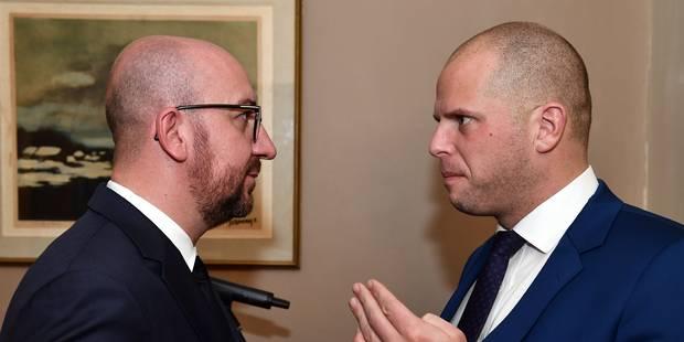 Francken a présenté ses excuses à Charles Michel sur les expulsions de Soudanais - La DH