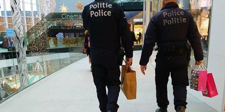 Bruxelles : Des policiers en uniforme surpris en train de faire du shopping