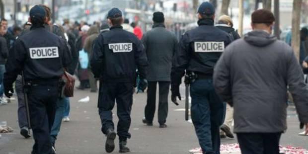 Quelques heures après le passage à tabac de 2 policiers français, un nouveau membre des forces de l'ordre violemment agr...