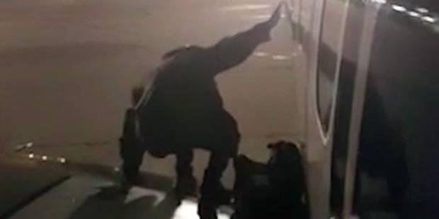 Un passager de Ryanair fatigué d'attendre s'installe sur l'aile (PHOTOS+VIDEO) - La DH