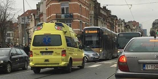 Schaerbeek : Un blessé dans une collision entre un tram et une voiture - La DH