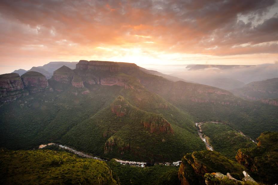 """Afrique du sud. Plages, montagnes, safari, vie culturelle à la capitale, voici le programme de l'Afrique du Sud. Avec un événement important en 2018 :         le centenaire de la naissance de Mandela , """"Nelson Mandela Centenary 2018: Be the Legacy"""" (littéralement """"Soyez l'héritage"""