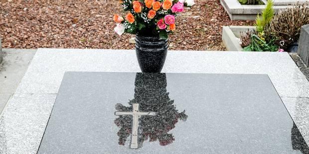 Sirault: les tombes dépouillées de leurs croix en bronze - La DH