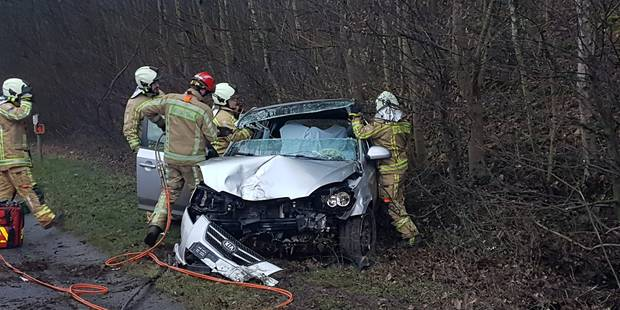 Heppignies : un conducteur désincarcéré après une sortie de route sur le R3 - La DH