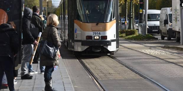 Une femme dans un état critique après avoir été percutée par un tram à Molenbeek - La DH