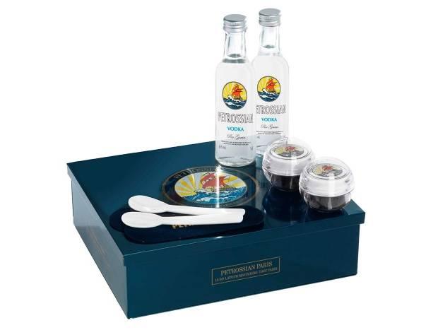 Le coffret de l'amour de Petrossian, 85€ : deux x 12g de caviar Alverta Impérial, deux mignonnetes de vodka et deux cuillères en nacre.