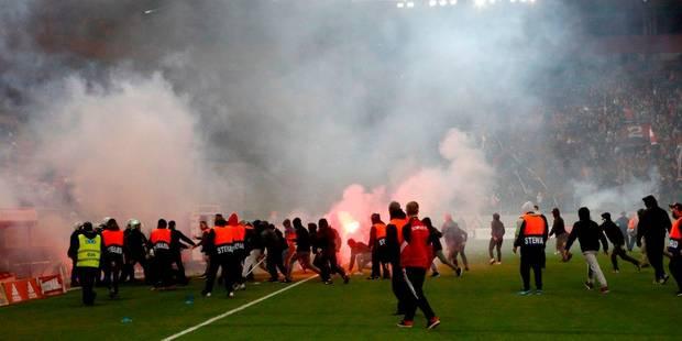 Belges à l'étranger: Mertens buteur mais remplacé sur blessure, l'Olympiacos voit ses supporters envahir la pelouse (VID...