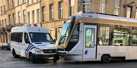 Collision entre un véhicule de police et un tram à Schaerbeek: les lignes 62, 3 et 93 ont été perturbés - La DH