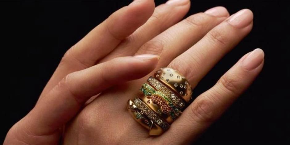 Un concours pour gagner une bague en forme de hamburger... valant près de 16 000 $!