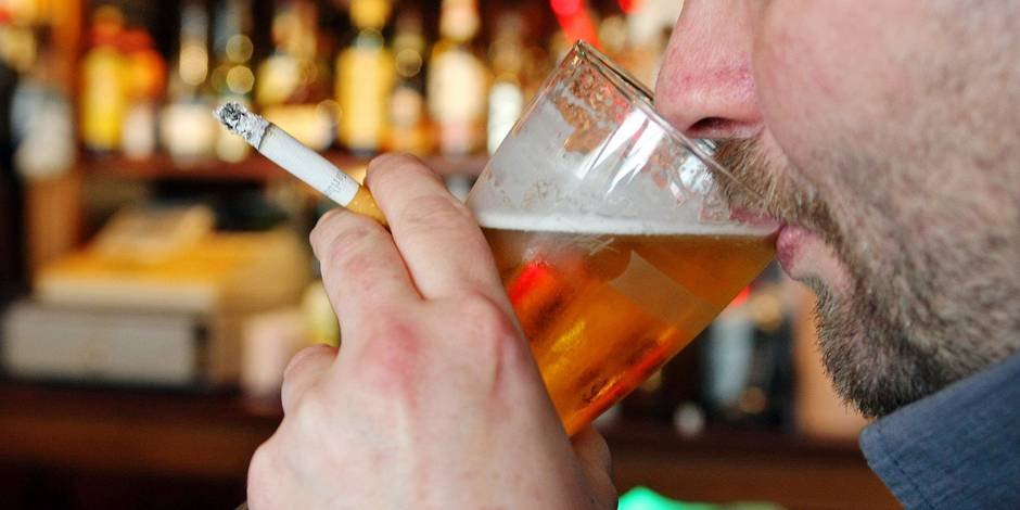 Tabac dans les lieux publics: on fume toujours dans un café sur huit - La DH