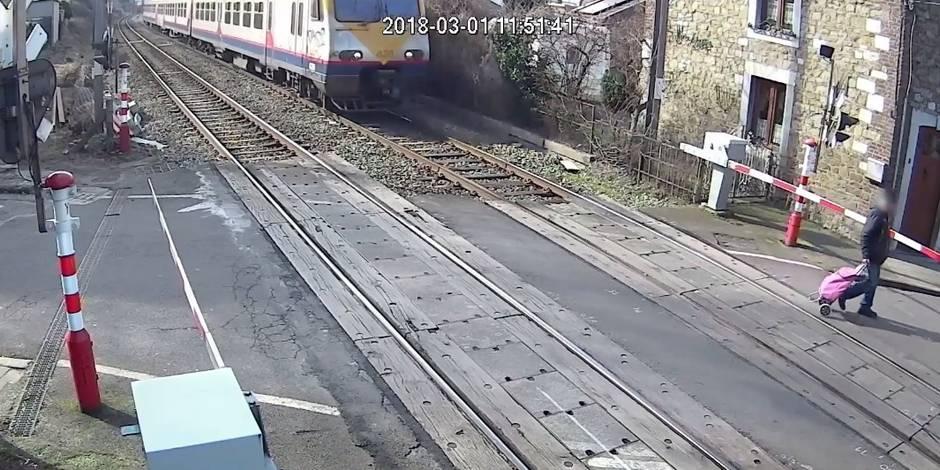 Un homme échappe in extremis à la mort en traversant un passage à niveau — Belgique