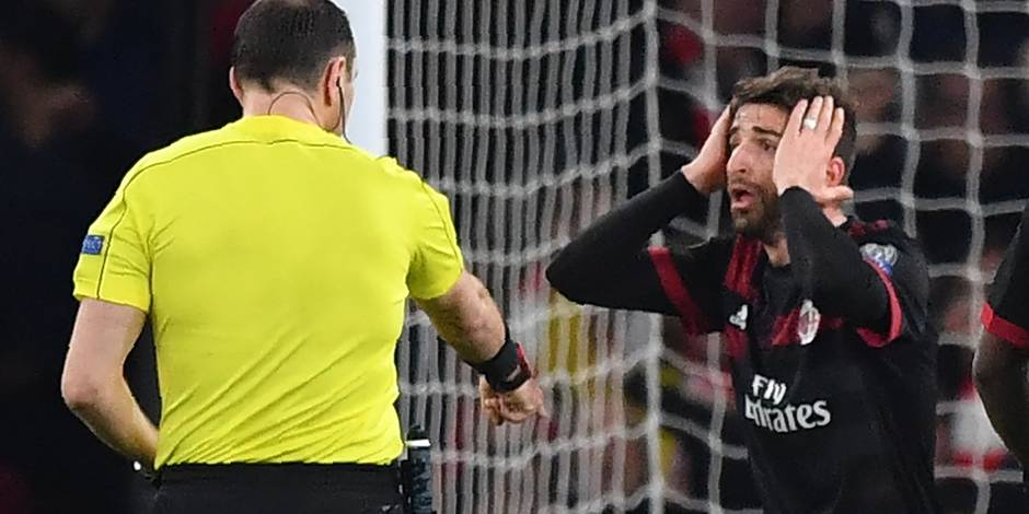 Les incroyables erreurs d'arbitrage qui coûtent cher à Milan (PHOTOS + VIDEO)