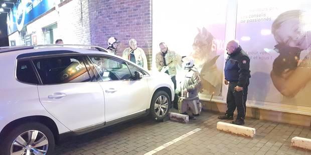 Chatelineau: Les enfants enclenchent le moteur, la voiture finit dans la vitrine - La DH