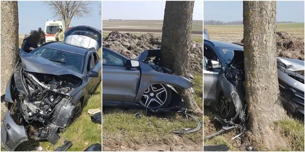 Une voiture percute un arbre à Merbes-le-Château - La DH