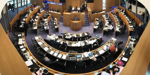 Bruxelles: Le vote sur le décumul est reporté - La DH