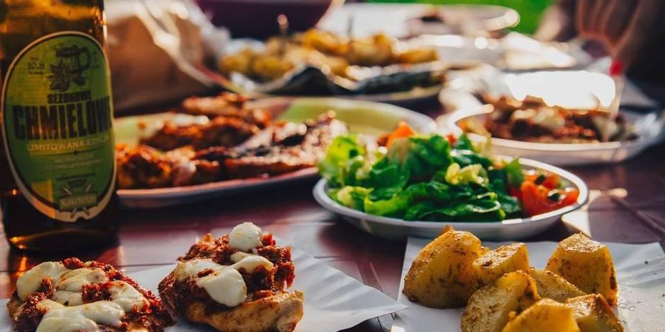 Vaut-il mieux manger trois repas par jour ou six pour se sentir mieux dans sa peau ?