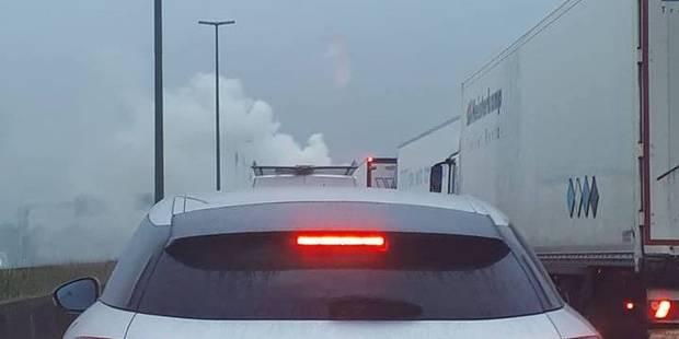 Camion en feu sur la E19/E42 à Boussu : la circulation est rétablie - La DH