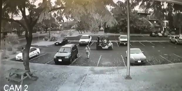 Il vole une voiture à l'aide d'un... chariot élévateur - La DH