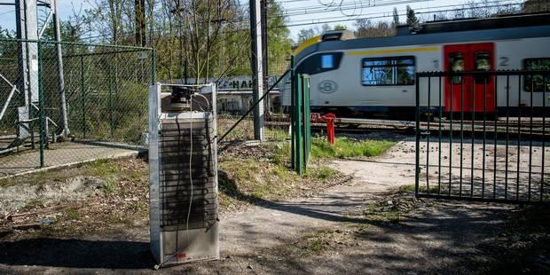 Uccle : dépôts clandestins et insécurité à la gare de Moensberg - La DH