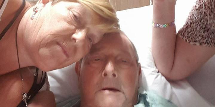 """Charles, 81 ans, bloqué dans un hôpital de Miami: """"C'est une situation épouvantable. On veut rentrer chez nous en Belgiq..."""