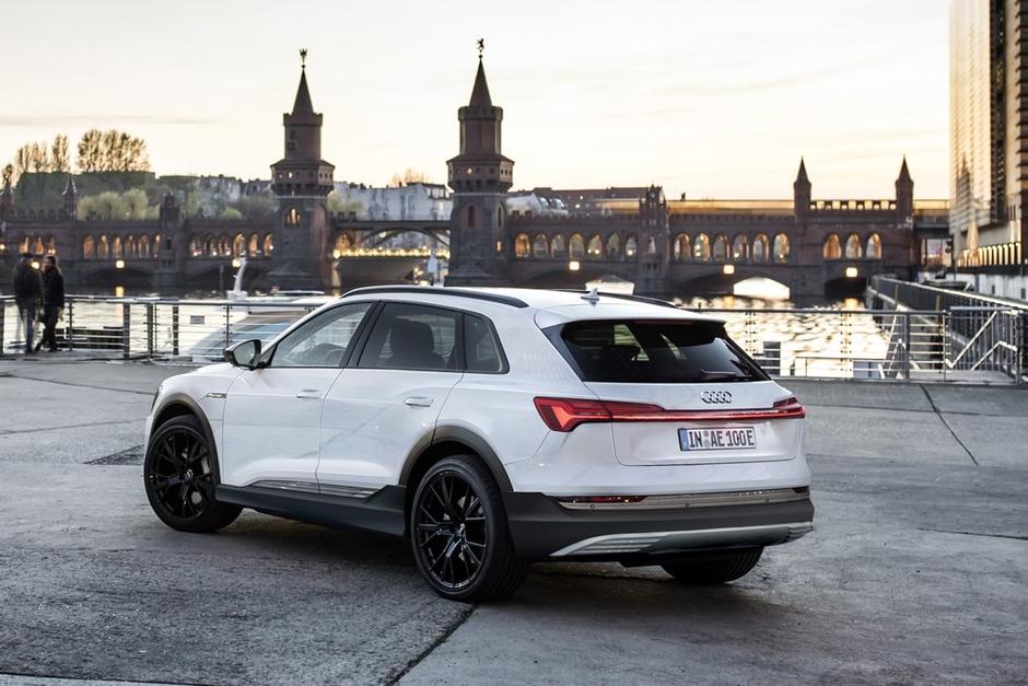 2018 [Audi] E-Tron Quattro - Page 5 5b767ce25532692548bb5e6a